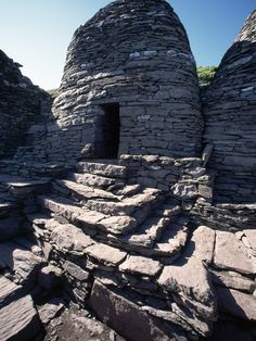 Monks' Beehive Huts at Skellig Island Monastery, Ireland, dry stone building technique