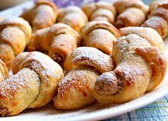 Rohlíčky ze šlehačkového těsta s ořechovou náplní-dobrucke