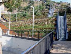 Recorrido entre la plaza Onze de Setembre y la calle de la Font de l'Alzina, en el barrio de Oliveres.