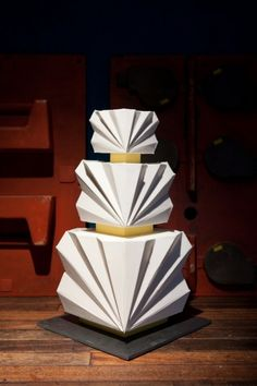 Bold and very sculptural, this geometric wedding cake would be perfect for a futuristic sci-fi themed wedding.