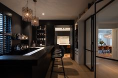 Cave Bar, Bars For Home, Luxury Living, Modern Interior Design, Man Cave, Villa, Kitchen Cabinets, House Styles, Furniture