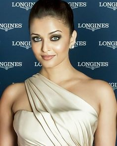 Actress Aishwarya Rai, Aishwarya Rai Bachchan, Bollywood Heroine, Bollywood Actress, Hot Actresses, Beautiful Actresses, World Most Beautiful Woman, Bollywood Celebrities, India Beauty
