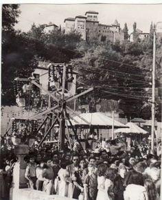 Celebración de las fiestas de San Pedro y San Pablo en el Paseo de los Tristes. 29/06/1948 Torres Molina/Archivo de IDEAL