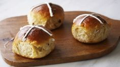 In love with these yummy hot cross bun muffins. Would love to make a ...