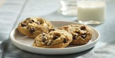 Vanilla Rich Chocolate Chip Cookies From: McCormick Recipes Flavors of premium vanilla and chocolate blend together to make a wonderful combination in these favorite chocolate chip cookies. Cookie Desserts, Cookie Bars, Cookie Recipes, Dessert Recipes, Pastry Recipes, Chocolate Chip Cookies, Chocolate Chips, White Chocolate, Raspberry Chocolate