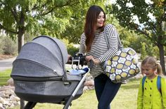 Chic & functional for the modern parent – Stokke Crusi (featured with bassinet in black melange textile)