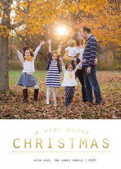 Four adorable and FREE Christmas card templates, no Photoshop required! Step-by-step tutorial to easily adding your own photo! Family Pictures What To Wear, Family Christmas Pictures, Fall Family Photos, Family Pics, Fall Photos, Christmas Card Template, Christmas Cards, Very Merry Christmas, Christmas Holidays
