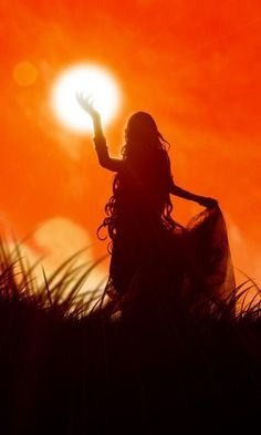 "Sunna (""Sol"") is the Viking goddess of the Sun. In Norse mythology the sun is ""f… – Norse Mythology-Vikings-Tattoo Foto Art, Norse Mythology, Norse Goddess, Divine Feminine, Gods And Goddesses, Silhouettes, Art Photography, Silouette Photography, Images"