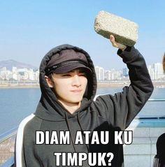 Memes Funny Faces, Funny Kpop Memes, Cute Memes, K Meme, Me Too Meme, Reading Meme, Funny Quotes For Instagram, Drama Funny, Meme Stickers