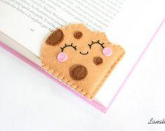 Items similar to Book lover gift felt bookmark birthday gift for baker, cookie lover, food bookmark literary gift best friend gift sister planner accessories on Etsy Felt Crafts Diy, Felt Diy, Cute Crafts, Sewing Crafts, Sewing Projects, Felt Projects, Fall Crafts, Felt Bookmark, Corner Bookmarks