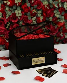 """THE INFINITY ROSES ROMANIA™ on Instagram: """"🎹🎼🌹➖250RON➖"""" Infinity, Decorative Boxes, Roses, Gift Wrapping, Gifts, Instagram, Gift Wrapping Paper, Infinite, Presents"""