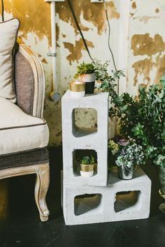 INDUSTRIAL WEDDING STYLING FROM HOPE & LACE | CONCRETE LOUNGE SETTING FLOWERS CANDLES