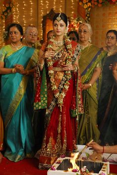 Flower garland hindu wedding - Aishwarya Rai's South Indian style
