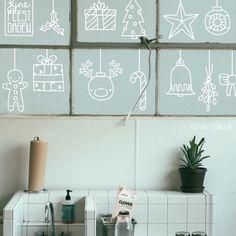 Op de muur plakken met papier als decoratie