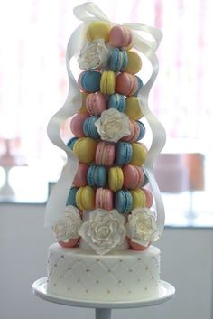 Marie Antoinette French Macaroon Tower with Quilted Cake- Well I do believe I found my wedding cake! They'll just have to make it a bit bigger so everyone can get cake as well as a cookie! What an idea! Macaroon Tower, Macaroon Cake, Macaron Cookies, Wedding Sweets, Wedding Cupcakes, Cake Wedding, Macaron Sweet, French Macaron, Pretty Cakes