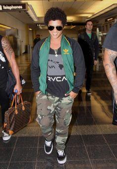 Bruno Mars - Bruno Mars Lands in Washington, DC