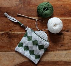 Free crochet patterns: tapestry purse on LoveCrochet