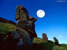 Easter Island, Chile, Rano Raraku, Easter Island Moai statues at night Places To Travel, Places To See, Travel Destinations, Easter Island Moai, Polynesian Islands, Ancient Aliens, Ancient History, Beautiful Places To Visit, Amazing Places