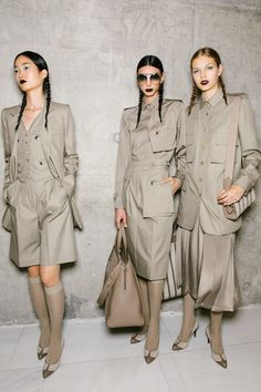 Milan Fashion Weeks 496099715207663560 - Corey Tenold's Best Photos From Milan Fashion Week Spring 2020 New York Fashion Week Street Style, Milan Fashion Weeks, London Fashion, Jumper Outfit Jumpsuits, Stockholm Street Style, Paris Street, Blazers, Fashion Now, Fashion Outfits