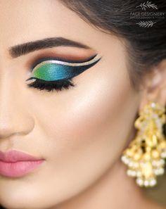 Braut-Make-up von Shruti Bhatt Bridal Makeup Images, Asian Bridal Makeup, Bridal Hair And Makeup, Wedding Makeup, Hair Makeup, Wedding Bride, Glitter Makeup, Eyeshadow Makeup, Indian Eye Makeup