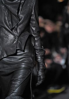 Ann Demeulemeester #poststeampunk #fashion #antifashion  ♕ ♥♥♥ ♕
