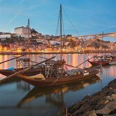 Portugalia - przepiękny romantyczny malowniczy port w mieście Porto .