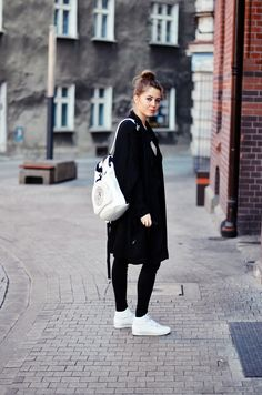 Todays outfit: DKNY backpack  Reebok Classic