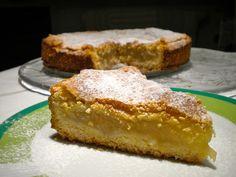 La ricetta della torta di mele a strati è un'ottima versione di questo dolce classico tanto amato, con le mele tagliate sottili e interposte a strati con un impasto soffice