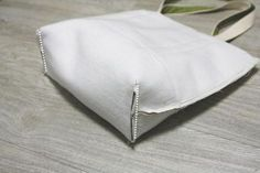 DIY Canvas Tote Bag Easy Canvas Tote Bag with Pocket. Step by step DIY Tutorial. Canvas bag with pocket. Sacs Tote Bags, Diy Tote Bag, Canvas Tote Bags, Diy Bags Easy, Sac Lunch, Diy Bags Tutorial, Tote Bag Tutorials, Leather Bag Tutorial, Tote Bag With Pockets