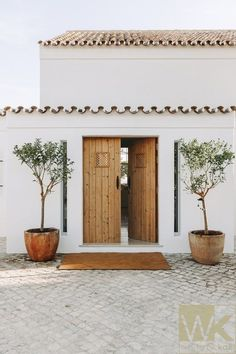 Interior and exterior, interior architecture, exterior design, modern inter Spanish Style Homes, Spanish House, Spanish Colonial, Spanish Bungalow, Spanish Modern, Architecture Renovation, Architecture Design, Plans Architecture, Design Exterior