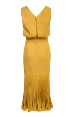 Lilli Jahilo Keira V-Neck Pleated Midi Dress Classy Outfits, Chic Outfits, Fashion Outfits, Womens Fashion, Modest Dresses, Simple Dresses, Beautiful Dresses, Wedding Dress Silhouette, Nye Dress