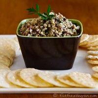 Artisjok Tapenade. Deze verse olijven artisjok tapenade is heerlijk als borrelhapje; op een toastje, bij broodbeleg, pastasaus en dressing. Een echte lekkere Mediterraanse smaakmaker.