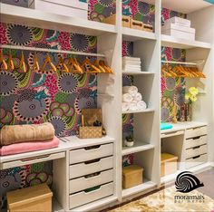 Closet Open: 25 Great Inspirations Para fazer em casa e fazê-lo funcionar . Bedroom Closet Storage, Bedroom Closet Design, Master Bedroom Closet, Bedroom Wall, Girls Bedroom, Bedroom Decor, Reading Nook Closet, Tree House Interior, Closet Hacks