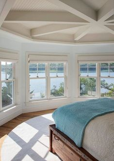Perfect House of Turquoise: Martha's Vineyard Interior Design – Amazing bedroom. The post House of Turquoise: Martha's Vineyard Interior Design – Amazing bedroom…. appeared first on 99 Decors . Beach Cottage Style, Coastal Cottage, Coastal Living, Coastal Style, Nantucket Style Homes, Lake Cottage, Awesome Bedrooms, Beautiful Bedrooms, Beautiful Homes