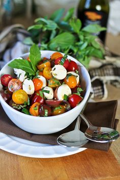 Quick Caprese Salad - The Healthy Foodie Raw Food Recipes, Vegetable Recipes, Salad Recipes, Healthy Recipes, Light And Easy Meals, Clean Eating, Healthy Eating, Healthy Food, Soup And Salad