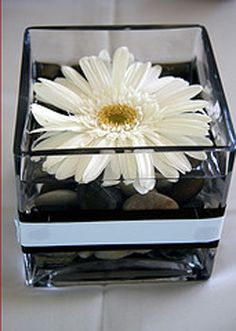 gerbera daisy wedding centerpiece - really easy to make yourself and cheap too! Vases from IKEA