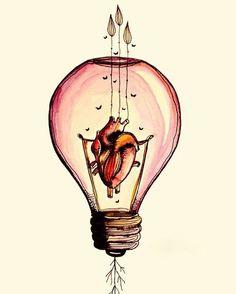 El corazon brilla con luz propia, es tan fuerte que puedes iluminar la habitacion completa.