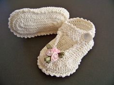 Crochet baby booties_I love this design!