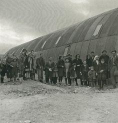Εκτοπισμένοι του εμφυλίου σε τολ, 1947-48 Βούλα Παπαϊωάννου πρόσφυγες σε τολ στο συνοικισμό Καλλιθέα στα Γιάννενα, Greece Pictures, Greek History, Crete, Vintage Pictures, Athens, Old Things, War, Photos, Facts