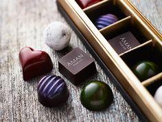 Valentine's Day Chocolate of Aman Tokyo, Japan Chocolate Photos, Love Chocolate, Chocolate Truffles, Chocolate Lovers, Valentines Day Chocolates, Chocolate Packaging, Saint Valentine, Nespresso, Cake Decorating