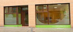 Oficina construida con criterios de accesibilidad y sostenibilidad, madera FSC, celulosa, linóleo... Divider, Windows, Room, Furniture, Home Decor, Sustainability, Offices, Interior Design, Wood