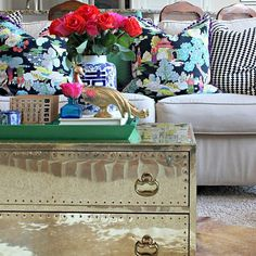 More than half of the furniture in our home is secondhand, and those are all my favorite pieces! Today on the blog for #myfivefavorites we're sharing our favorite thrifted finds, and you better believe this brass chest is one of mine! Click the direct link in my profile to see more of my choices, and stop by @pamsimpledetails @lisashineyourlight @drivenbydecor and our guest host thrifter extraordinaire @themakerista to see their fun finds, too!