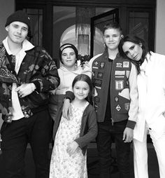 Victoria Beckham's parenting tips revealed! This is how she and David look after Brooklyn, Romeo, Cruz and Harper Beckham. Victoria And David, David And Victoria Beckham, David Beckham, The Beckham Family, Famous Duos, Harper Beckham, Brooklyn Beckham, Platinum Blonde Hair, Cute Family