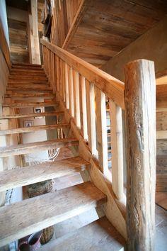 Cette ancienne menuiserie face au Mont Blanc aux portes de Megeve etait en activité jusqu'en 2005. Nous l avons acheté pour la transformer en 5 lodges à la vente dont un de 200m2 sur 3 niveaux L'auth [...]
