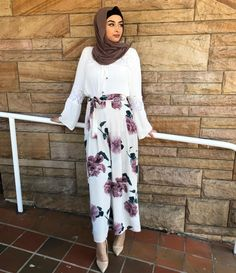 Spring Out fits – Hijab Fashion 2020 Hijab Fashion Summer, Modern Hijab Fashion, Street Hijab Fashion, Hijab Fashion Inspiration, Islamic Fashion, Muslim Fashion, Modest Fashion, Modest Wear, Modest Dresses