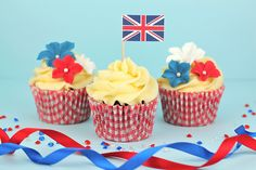 cupcakes Flower Cupcakes, Wedding Cupcakes, 4th July Cupcakes, Cupcake Flags, Baking Tips, Baking Ideas, National Holidays, Colorful Cakes, Favim