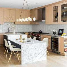 Trendy Kitchen Island With Seating Marble Custom Kitchens, Cool Kitchens, Small Apartment Decorating, Farmhouse Kitchen Decor, Cheap Home Decor, New Kitchen, Decoration, Kitchen Remodel, Table Seating