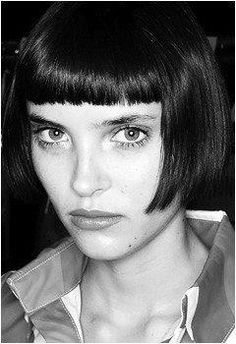 DO NOT DO - a louise brooks style bob (Katie Holmes and Rihanna have worn) Retro Hairstyles, Bob Hairstyles, Hair Day, New Hair, Hair Inspo, Hair Inspiration, Lomg Hair, Inspo Cheveux, Short Hair Cuts