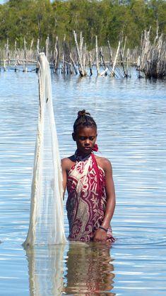 Portrait d'une jeune fille malgache Madagascar, Laos, Rib Bones, Cultural Diversity, Apartment Kitchen, Fauna, Mauritius, Black People, Ethiopia