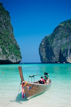 Phi Phi Le, Thailand - so lucky I've seen these sights in real life! Vacation Places, Vacation Destinations, Dream Vacations, Vacation Trips, Vacation Spots, Places To Travel, Places Around The World, Oh The Places You'll Go, Around The Worlds
